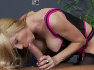 Hot Mom Loves CUMpany
