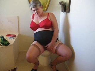 Porno Video of Granny Masterbates On Toilet