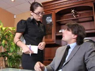 Porno Video of Nerdy Secretary Is Buttfucking Gal