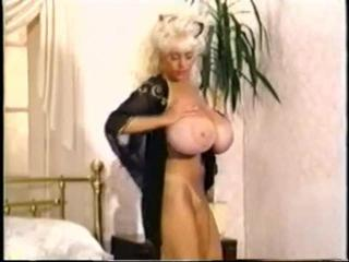 Porno Video of Vintage Built Toppsy Curvey Reveals Those Tits