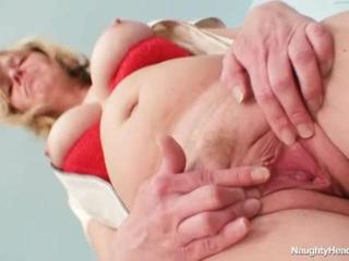 Sex Movie of Huge-breasted Woman Stretches Pussy With Pussy Spreader